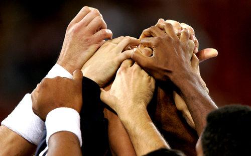 Tous ensemble, main dans la main